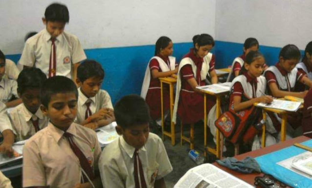 স্কুল খোলার অনুমতি থাকলেও কোনও বাধ্যতামূলক নয়, জানাল কেন্দ্র